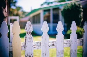 picket-fences-349713_1920-650x427